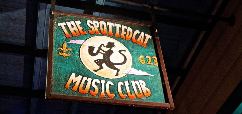 sign to the spotted cat music club in new orleans