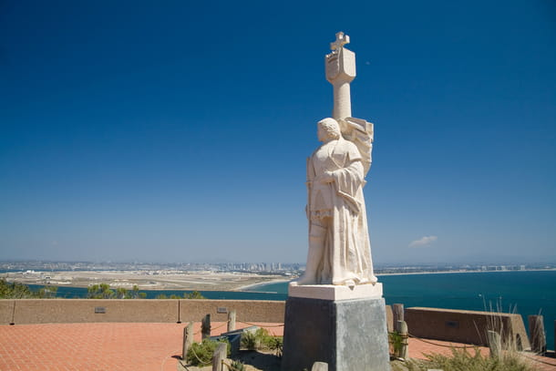 A statue at the Cabrillo National Monument overlooking the beach.