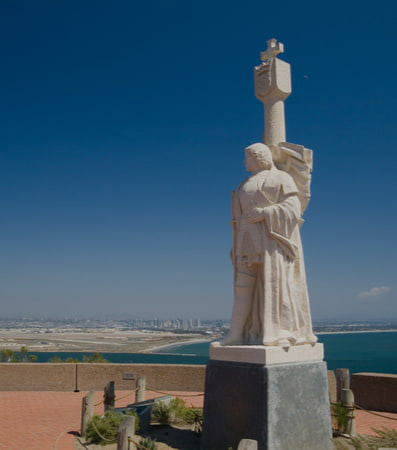 A statue at the Cabrillo National Monument overlooking the beach