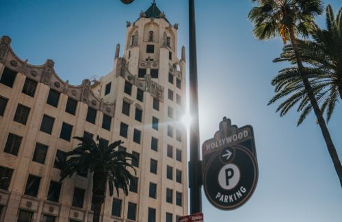 a sign directing drivers to parking in Hollywood, CA