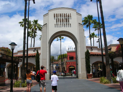 main entrance to universal studios hollywood